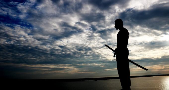 Mężczyzna domaga się walki na miecze z byłą żoną oraz jej prawnikiem