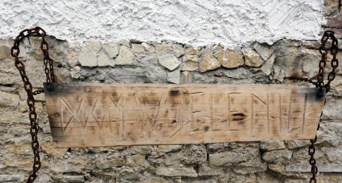 Historia domu w Jeleniu. W ciągu siedmiu dekad opuściło go ponad 30 rodzin