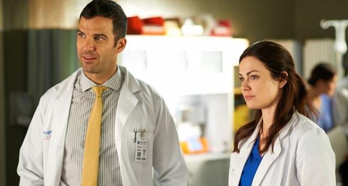 Aktorzy serialu medycznego pozwani na 100 000 $ z powodu badania per rectum