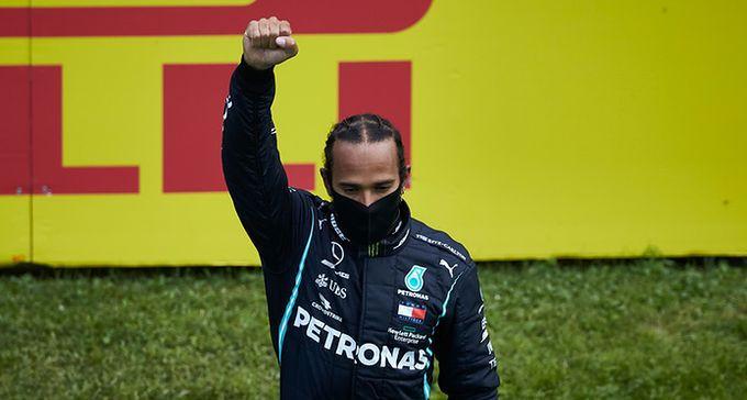 """Walka Lewisa Hamiltona z rasizmem trwa, choć niektórzy """"mają już dość tego cyrku"""""""