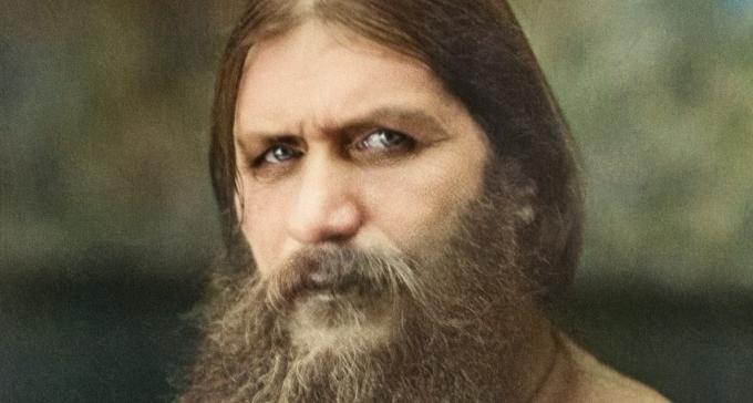 Szalony Rasputin i jego brudne palce w dżemie, wylizywane przez kobiety