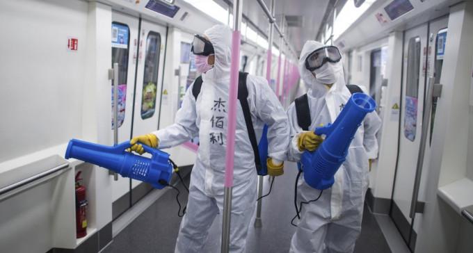 Jak zwalczyć pandemię jednym kliknięciem – opowiadają Rosjanie z Chin