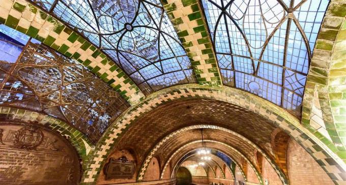 Niesamowite widmowe stacje metra z całego świata