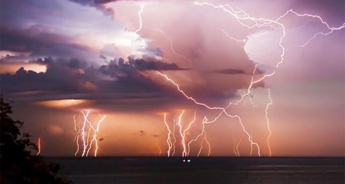 Latarnia Maracaibo - miejsce niekończącej się burzy z piorunami